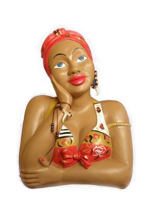 A namoraidera: il  mezzo busto di legno che raffigura una ragazza di pelle nera che, con il viso appoggiato al palmo della mano, guarda il cielo trasognata e sospirante