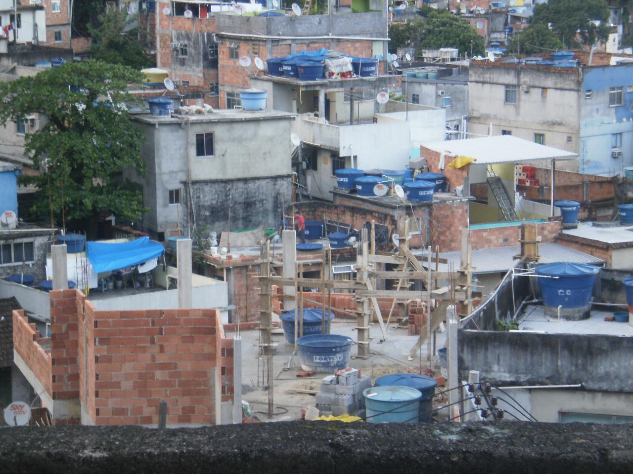 Gente del nord finestra sulla favela for Stili di progettazione del piano casa della nigeria