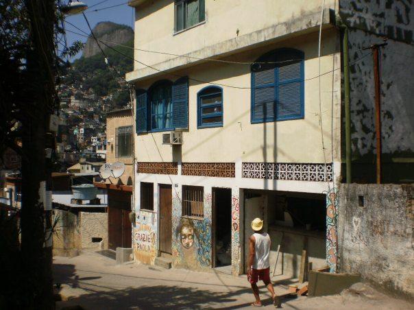 Garagem das Letras - favela Rocinha - Il Sorriso dei miei Bimbi Onlus #finestrasullafavela
