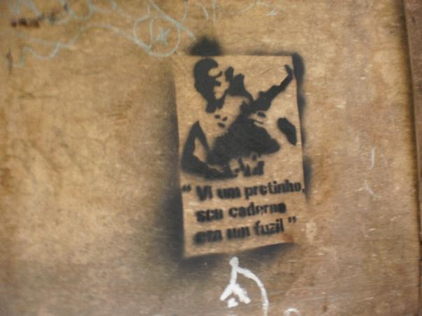 vi um pretinho, seu caderno era um fuzil - ho visto un negretto, il suo quaderno era un fucile #finestrasullafavela