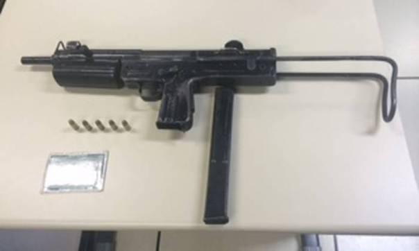 arma sequestrata in rocinha (foto di fabio vasconcelos tratta dalla globo)