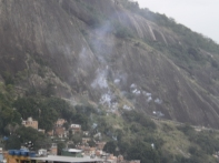 Da Vila Verde a Macega a Roupa Suja, fuochi di commemorazione a un soldato caduto - De Vila Verde a Macega e Roupa Suja, fogos de comemoração.