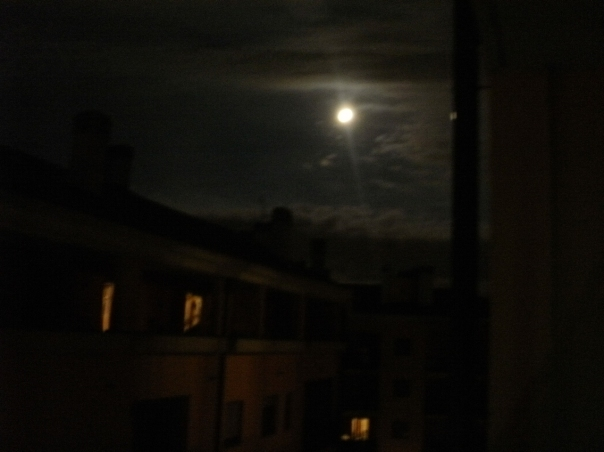 Luna piena sul Ponte Lambro (per racconto tre piccole bambine Rom)