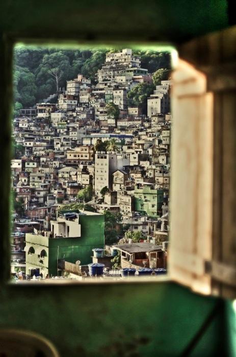finestra sulla favela - foto di antonio spirito